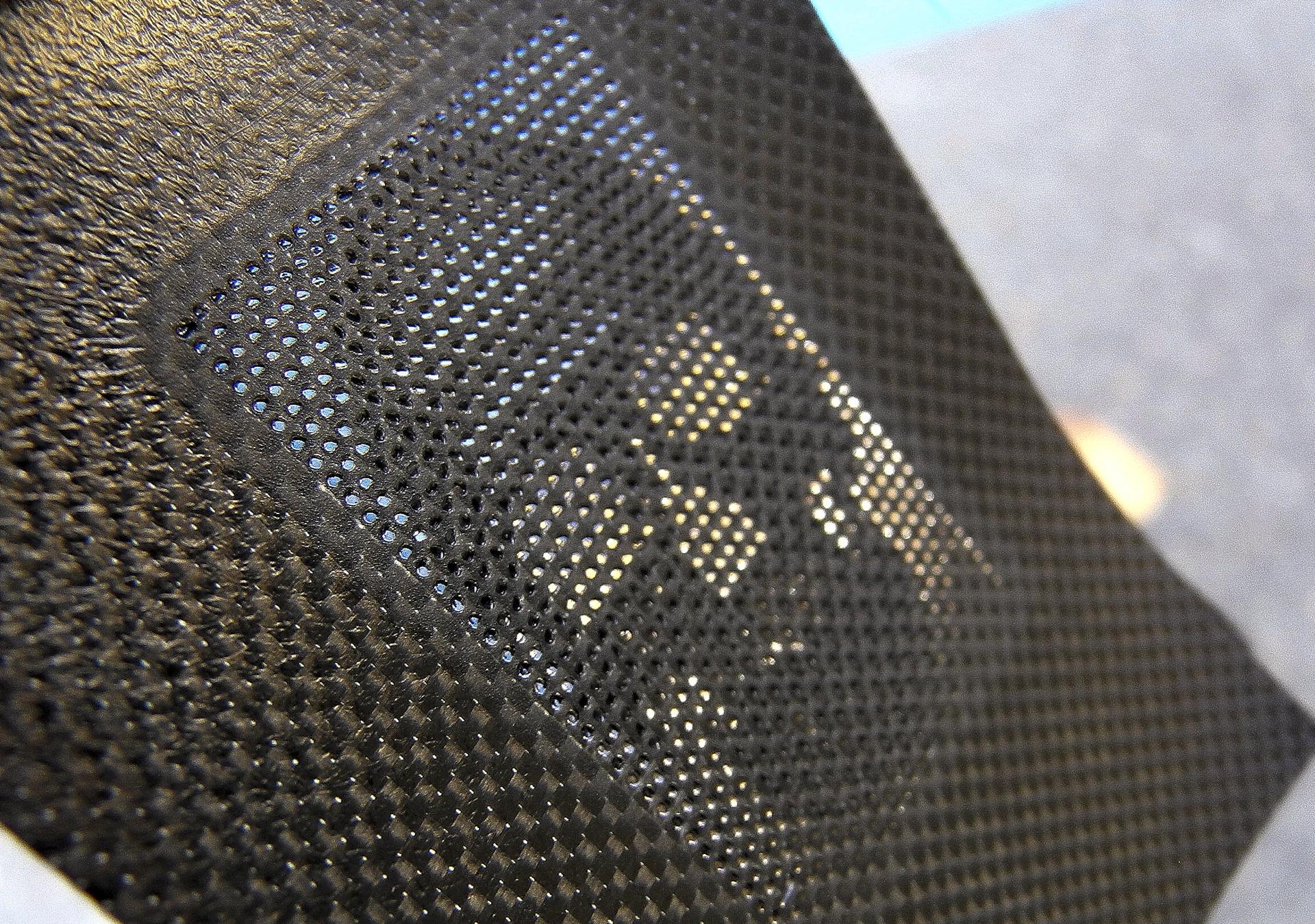Ombrae_skull-carbon-fibre-1