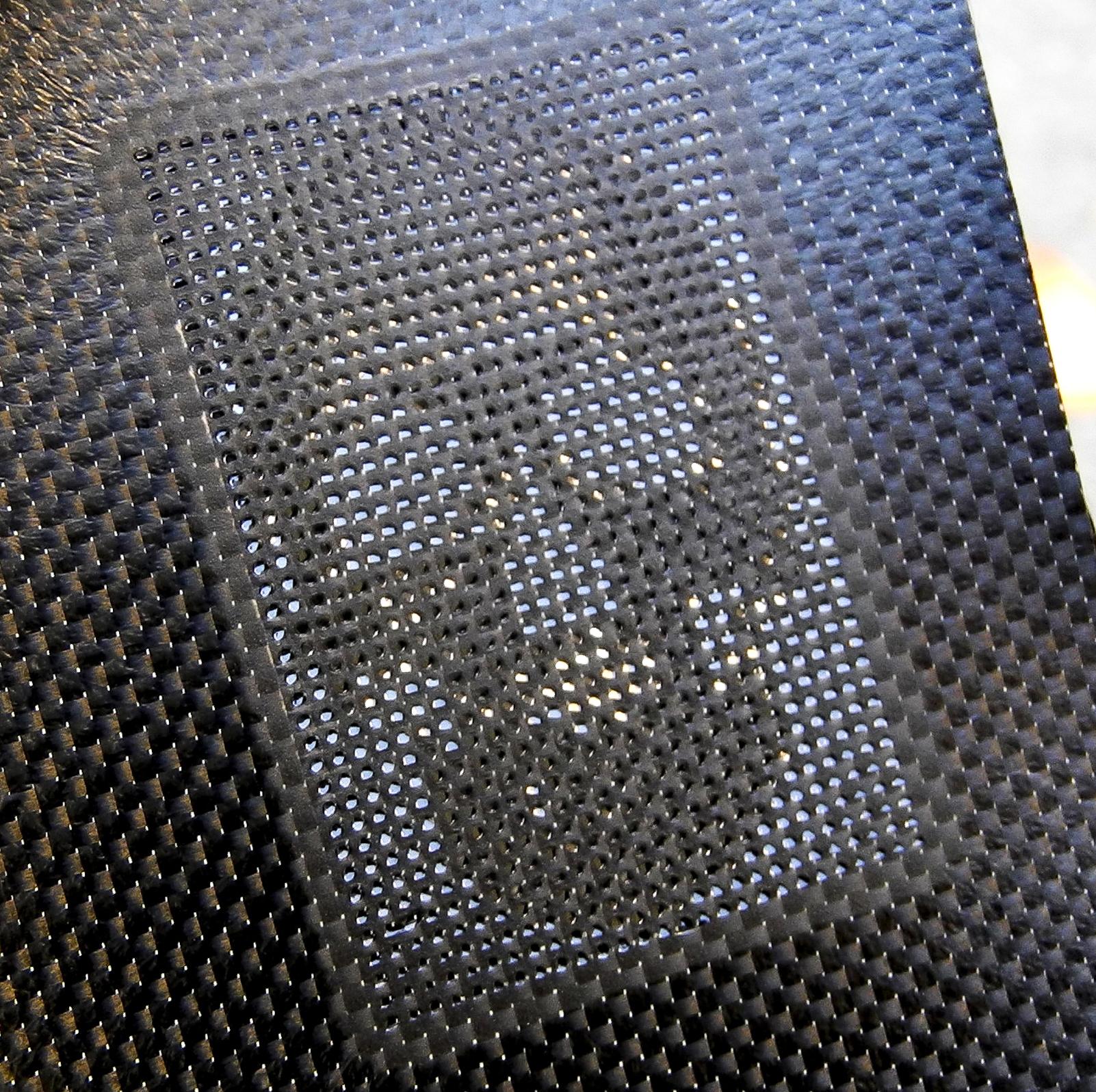 Ombrae_skull-carbon-fibre-2-web